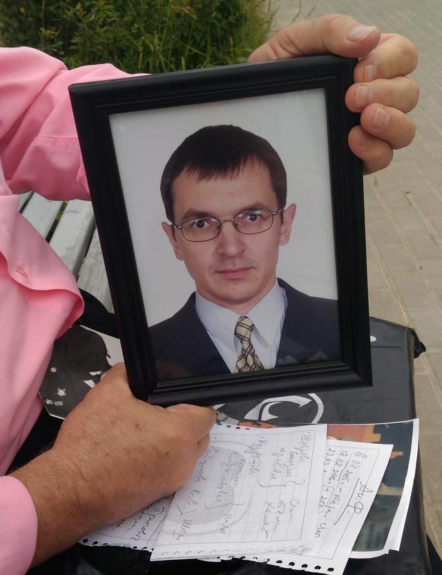 Иван Игнарин погиб в 36 лет, оставив двух малышей 3 и 6 лет.
