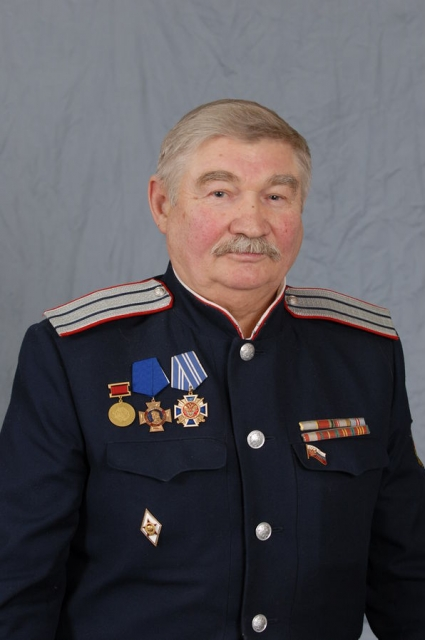 Виктор Ерошенко - атаман Верхнекамского отдельного окружного казачьего общества. Звание лестное, но за эту большую работу не платят. Спасает военная пенсия и казачьи корни.