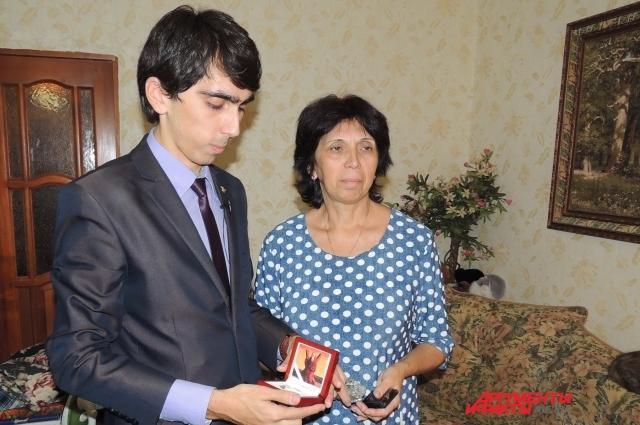 Мама лучшего учителя России Ольга Викторовна много сделала для победы сына и сегодня очень рада за него.