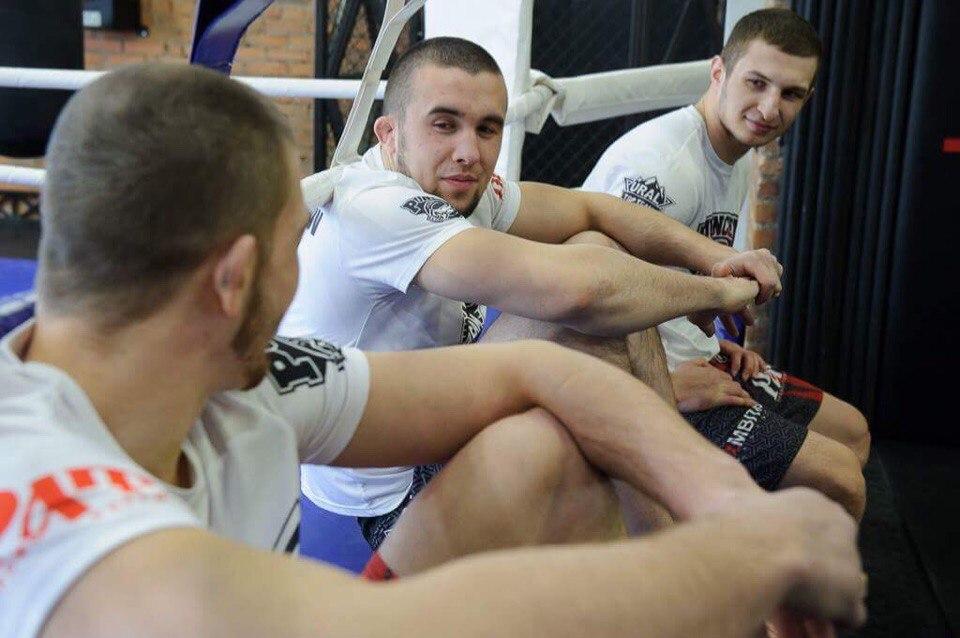 Начинающий профессиональный боец MMA Руслан Рахмонкулов.