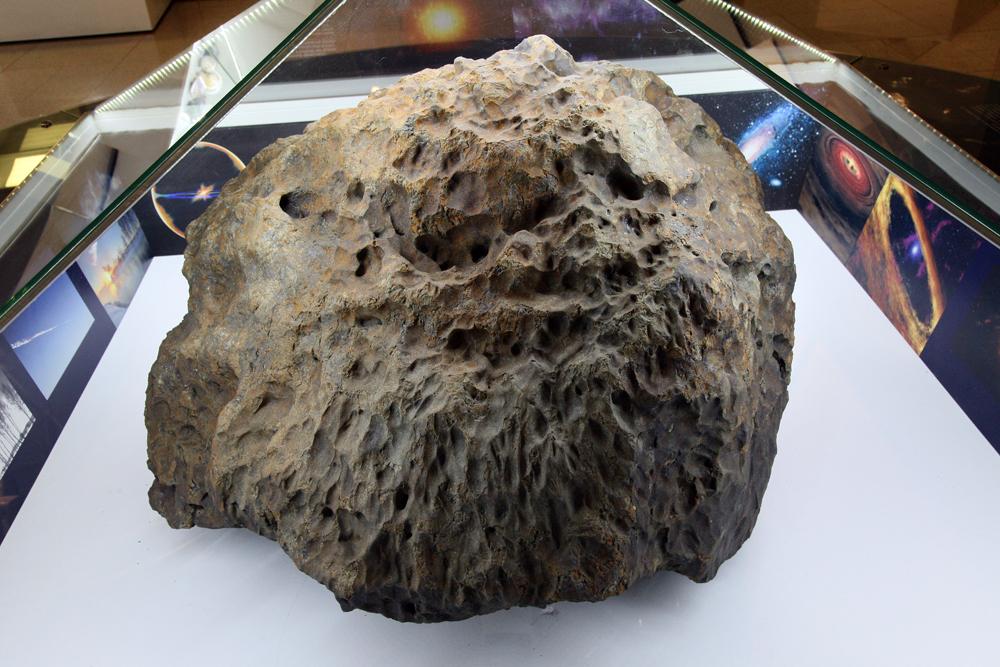 В челябинском музее открылась выставка, посвящённая падению метеорита
