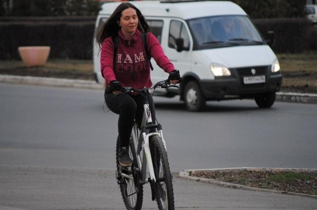 Поклонники велосипедов готовы на них ездить до осени.