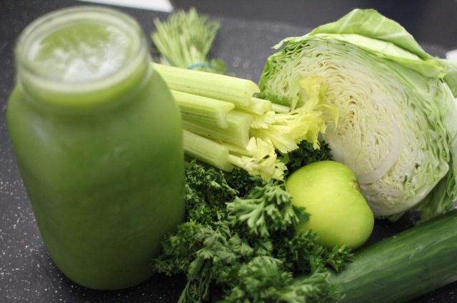 В овощах зеленого цвета много полезных веществ.