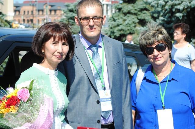 Гуль-Зат Умербаева – выпускница Ащебутакской средней школы Домбаровского района. Уже 34 года она трудится здесь учителем географии и химии.