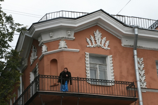 Тем, у кого нет дач, нужно гулять на балконе.