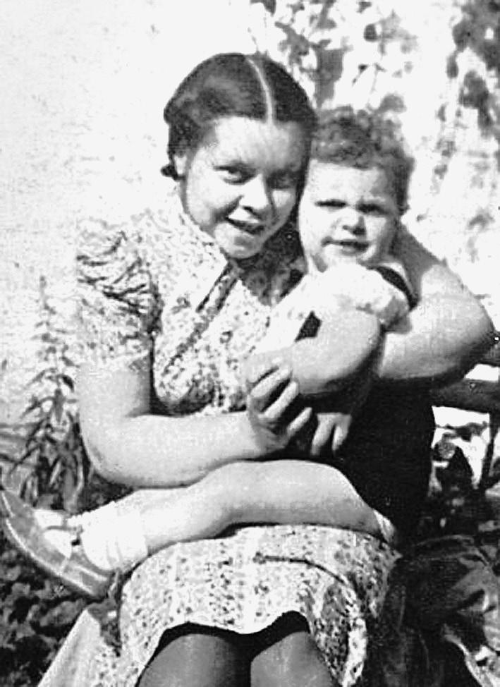 Марина Марутаева с сыном Вадимом.