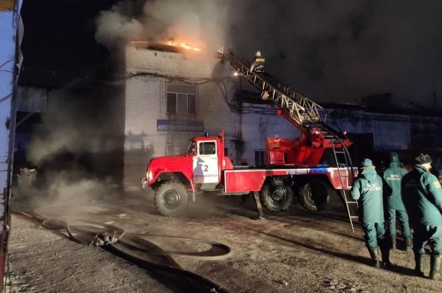 В тушении пожара принимали участие сотрудники МЧС России