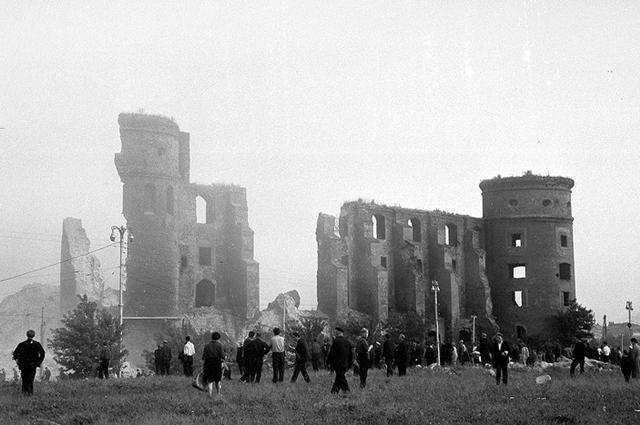 Королевский замок успели заснять до его разрушения.