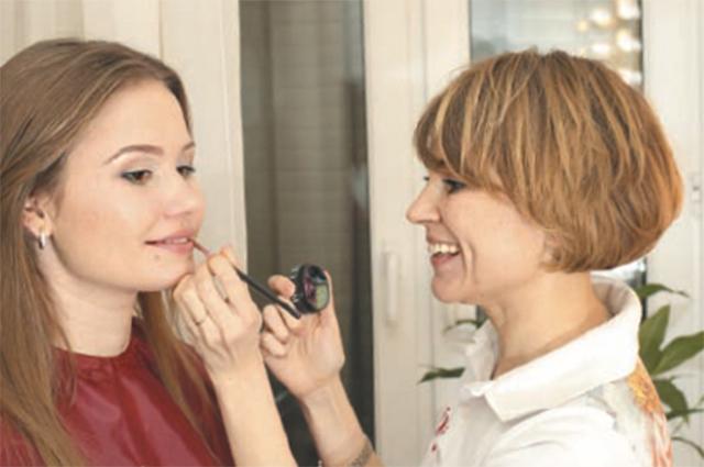 Правильный макияж подчеркнет ваши достоинства.