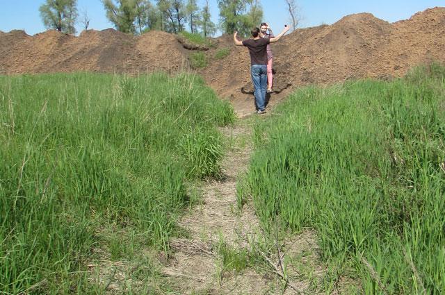 Старое русло реки Хорошенькой уже пересохло и начало зарастать травой.