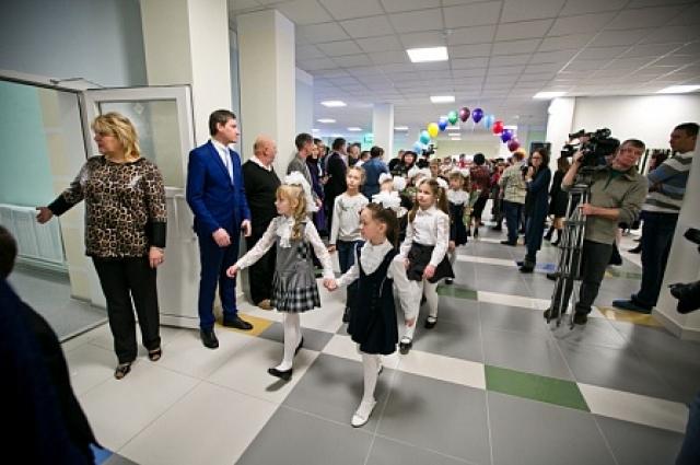 школа в 17-м микрорайоне открыла свои двери для учеников.