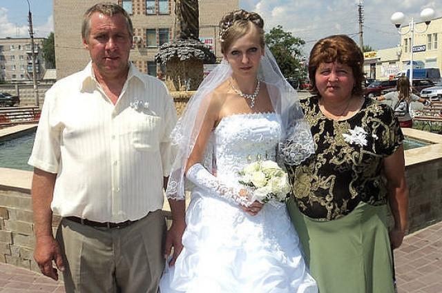 Сергей Краснокутский с супругой на свадьбе дочери.