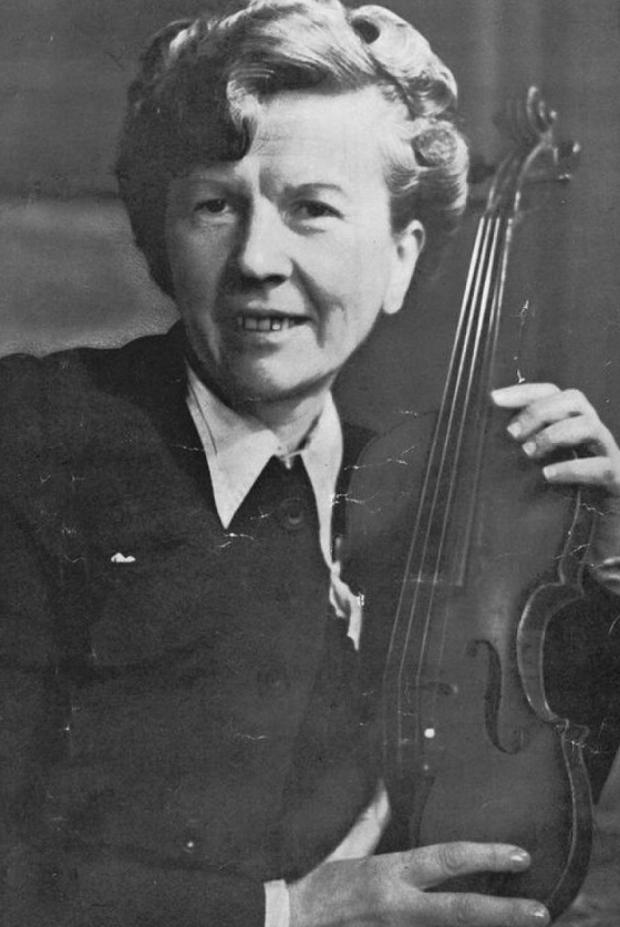 Анна Бубнова за годы преподавания подготовила  более 1000 музыкантов.