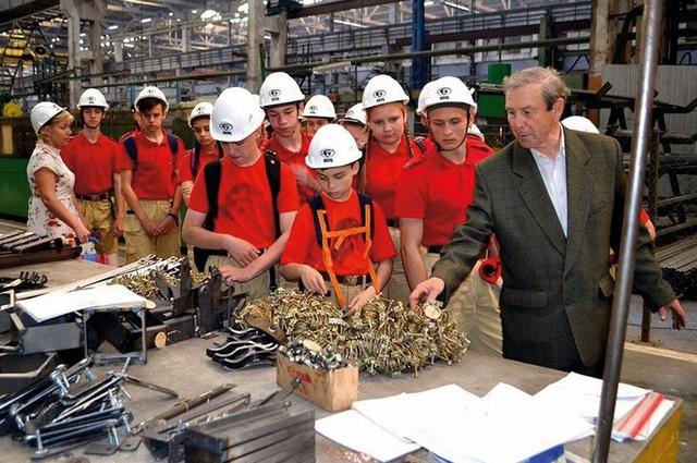 Важно поднимать престиж рабочих профессий среди молодёжи и создавать новые рабочие места.