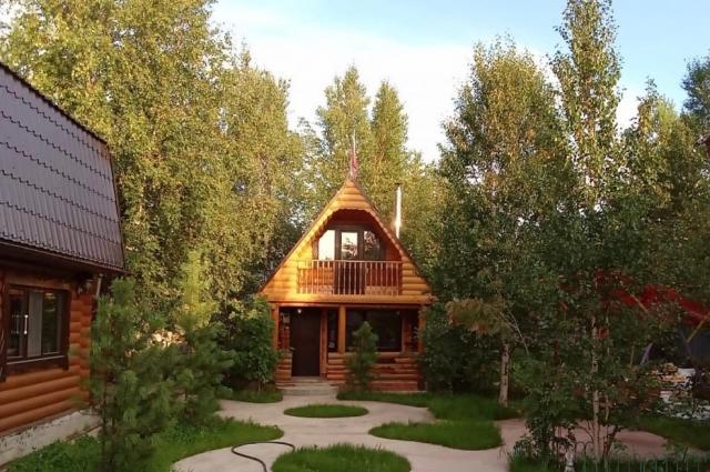Дачный домик Виталия и сад.