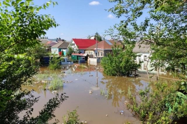 Левый берег практически ушел под воду.
