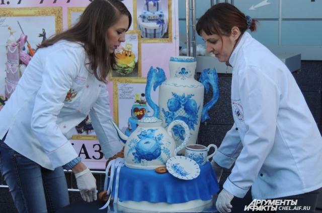 Открытие памятника тарелке в Челябинске