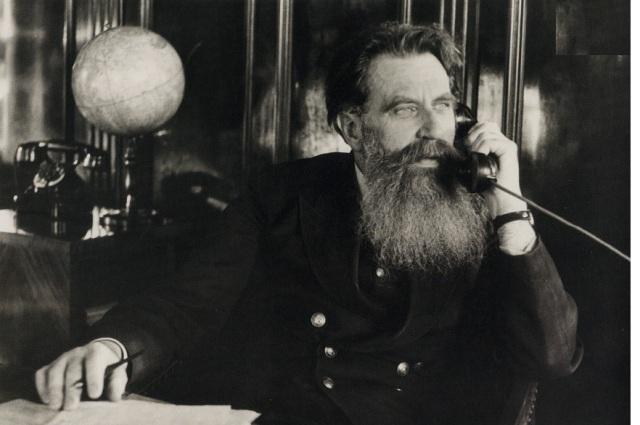 Отто Шмидт, начальник Главсевморпути, 1936.