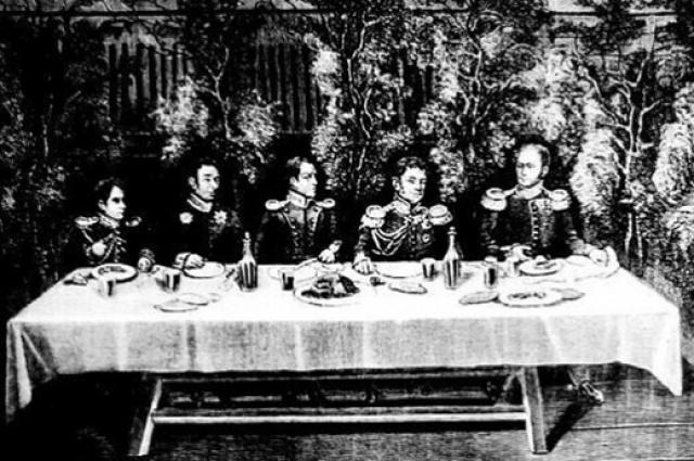 Александр I в любое время года ел ботвинью.