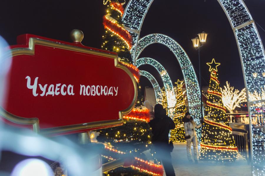 кремлевская набережная, сказочный городок в Казани