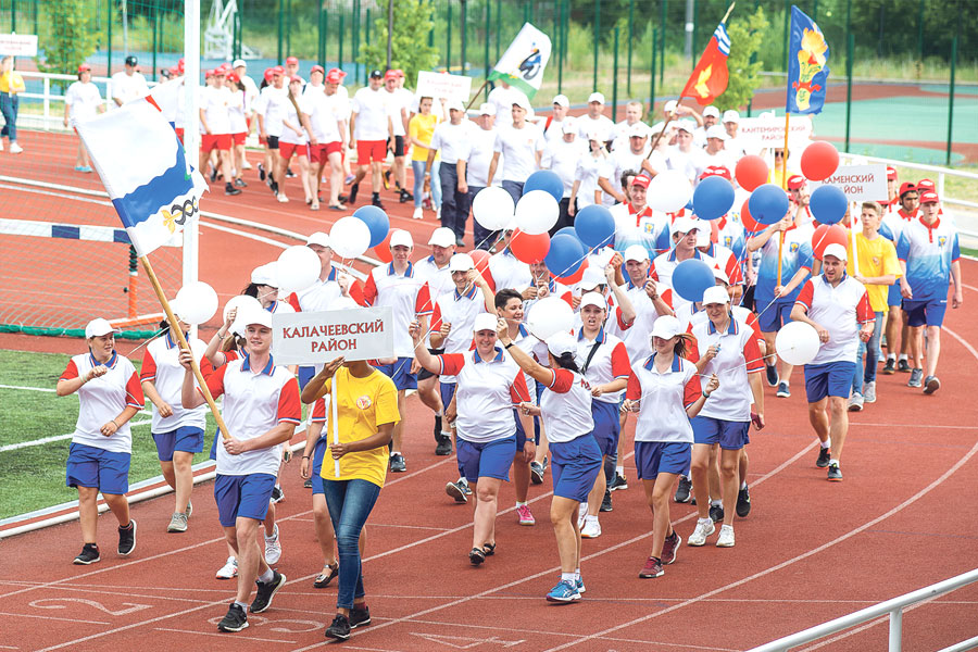 Более 900 сильнейших спортсменов из муниципальных районов области в возрасте от 17 лет приехали на игры.