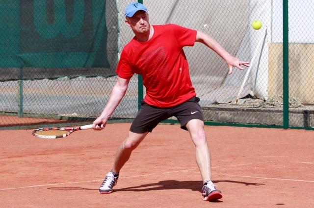 Алексей Бурнашов сменил баскетбол на теннис.