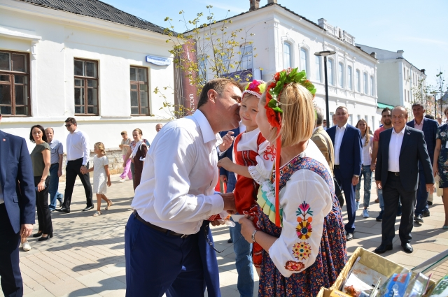 Губернатор Тульской области Алексей Дюмин и юная тулячка