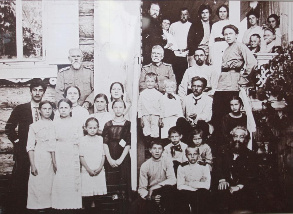 Многочисленная семья Арбузовых.