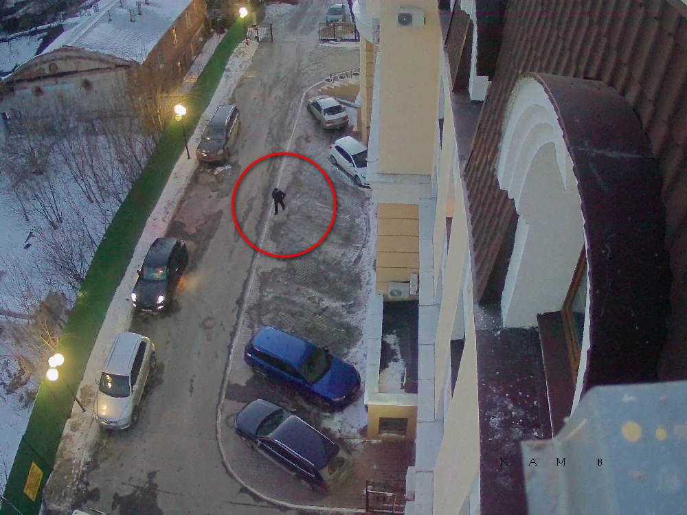 Убийство около 10 минут ждал, когда бизнесмен подъедет к дому.