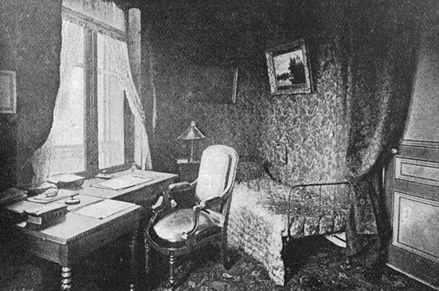 Рабочий кабинет писателя.