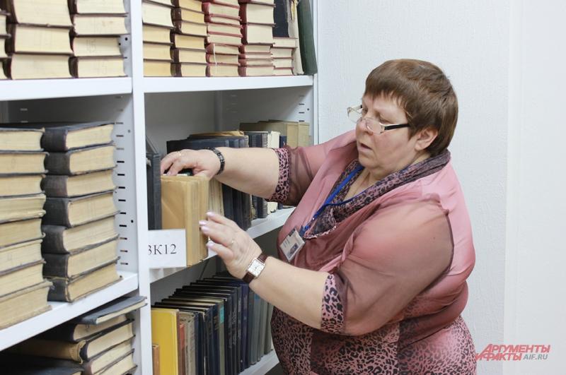 Библиотекари старой закалки говорят, что книги должны стоять как солдаты