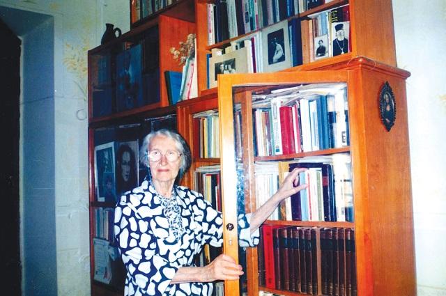 В доме Валентины Невской было много книг.