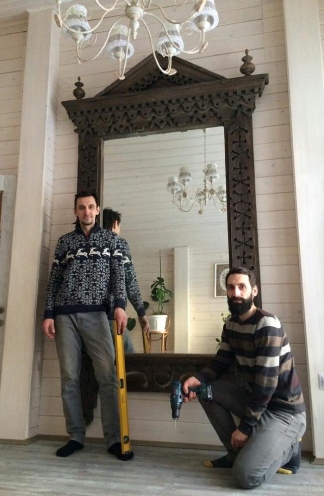 Из отреставрированного наличника купеческого дома получилось уникальное зеркало.