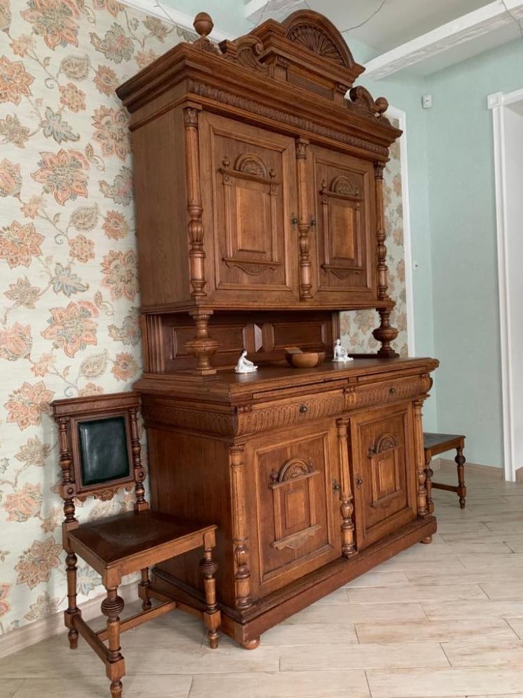 Старый буфет после реставрации вызывает только восхищённые взгляды.