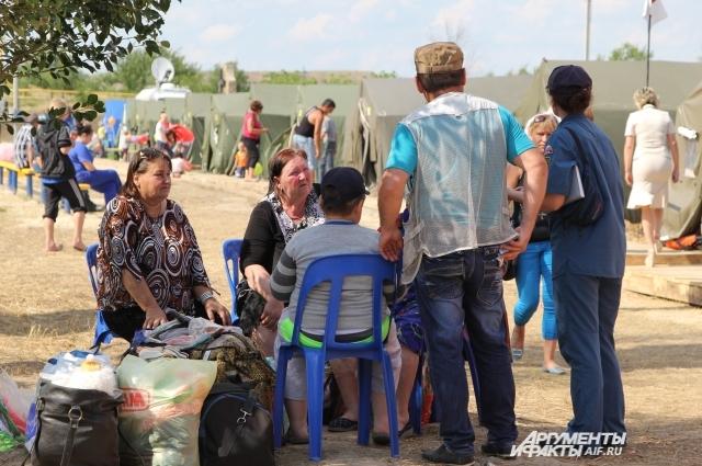 Летом 2014 года тысячи беженцев из Украины бежали в Россию от войны.