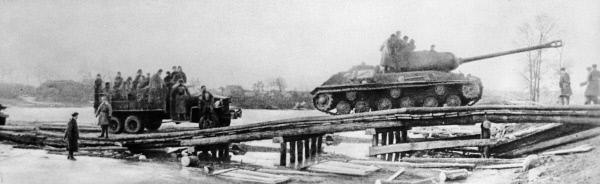 Советские войска переправляются через Одер