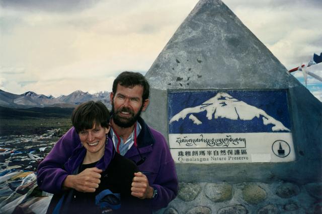 Дженн и Роб Холл на Тибетском плато. Фото сделано до событий, показанных в фильме «Эверест».Фото из финальных титров фильма