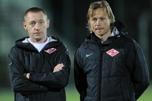 Назначенный помощником главного тренера Андрей Тихонов и главный тренер ФК «Спартак» Валерий Карпин (слева направо) на тренировке во время предсезонного сбора команды.