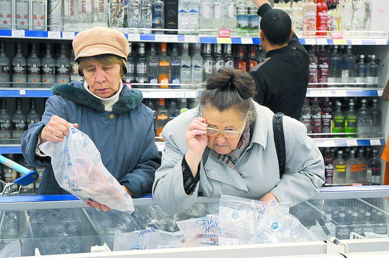 Супермаркет При росте тарифов людям придётся выбирать – покупать продукты или платить за ЖКХ.