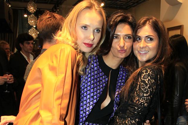 Фотограф иактриса Илона Столье, совладелица бара «Белка» Снежана Георгиева иредактор светской хроники журнала Vogue Russia Лаура Джугелия (слева направо).