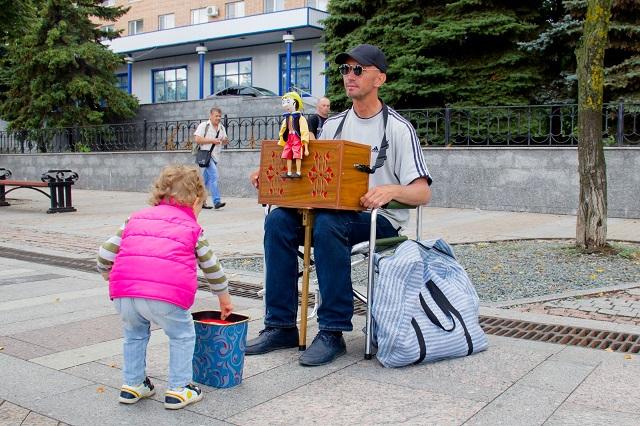 В Пензе у уличного музыканта уже есть свои поклонники.