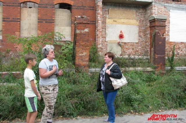 Местные жители возмущены бездействием местных властей.