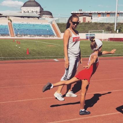 Анастасия Азовцева с ученицей.