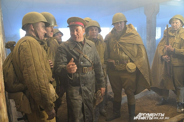 В промежутках между дублями Георгий помогал иркутским актерам лучше понять актерскую задачу.