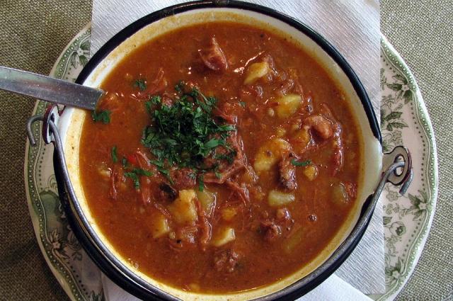 Венгры гордятся своим национальным блюдом.