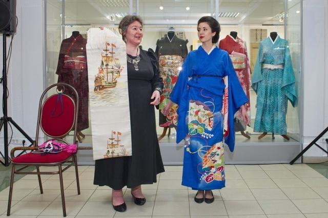 Наталья Лурье (справа) в кимоно XIX века.