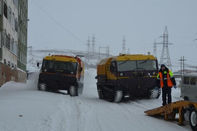 С помощью специальной техники гусеничные вездеходы спасателей доставлены в район Талнаха.