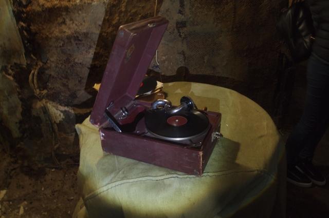 В бункере до сих пор можно найти артефакты прошлой эпохи.