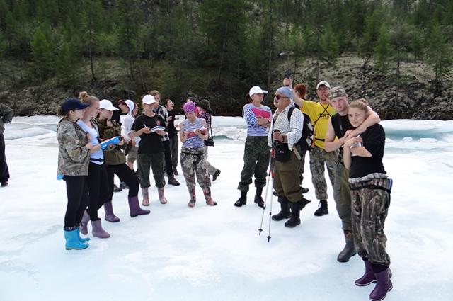 Владимир Шейнкман в горах со студентами ТИУ