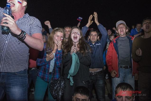 Во время игры новосибирцы были полны надежды на победу.